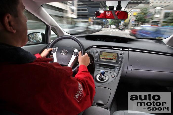 Гибридный автомобиль Toyota Prius